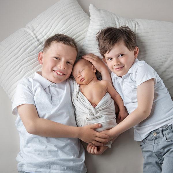Babyshooting mit Geschwistern