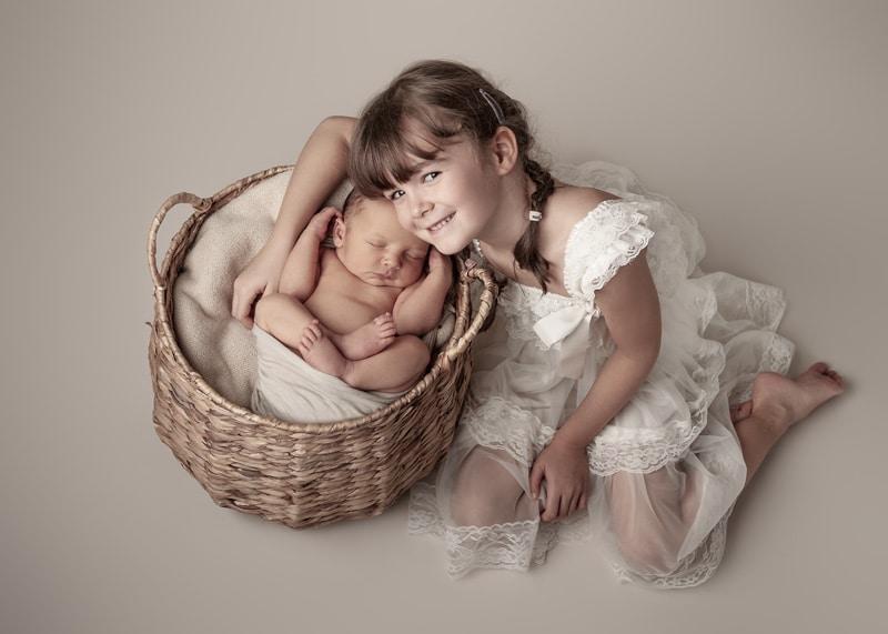 Babyfotos Dresden mit Schwester